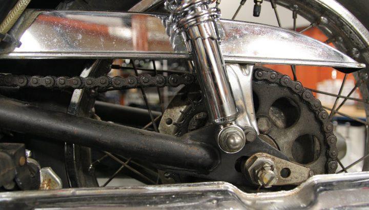 Cómo determinar cuándo es necesario reemplazar la cadena y los piñones de su motocicleta