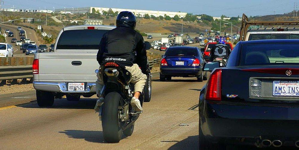 División del carril de la motocicleta