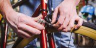 Cómo reemplazar las pastillas de freno en una bicicleta