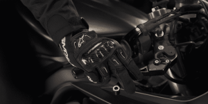 How to Size and Buy Motorcycle Gloves CLOSE UP