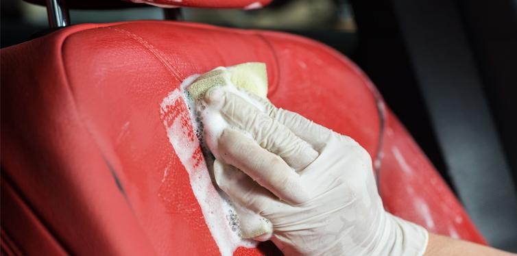 Lavar el asiento del automóvil