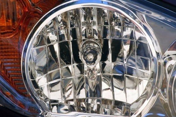 Cómo configurar los faros de un Chevy Malibu 2005.  a