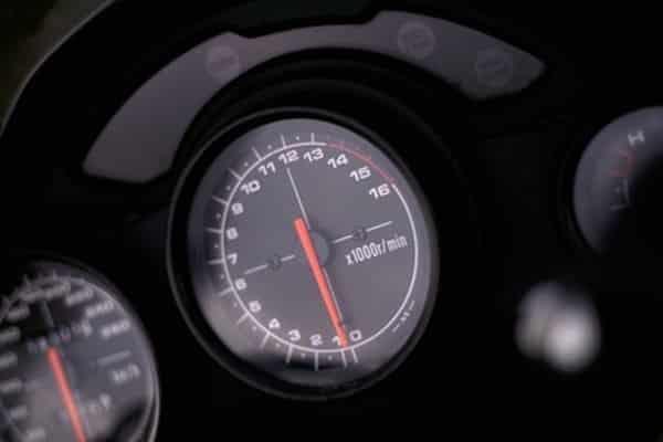 Cómo reiniciar las luces en un Honda