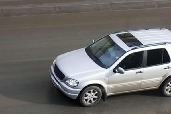 Solución de problemas del pestillo del capó Mercedes-Benz    Todavía funciona