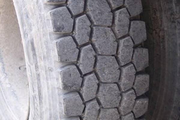 ¿Cuál es la diferencia entre un neumático de las series 65 y 70?