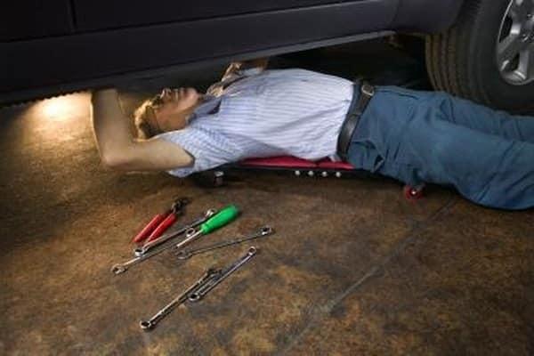 Cómo ajustar el freno de mano en una Ford F-150