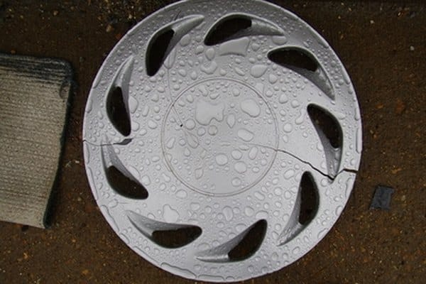 How to paint plastic hubcaps