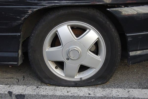 How to remove the lower spare tire from a TrailBlazer