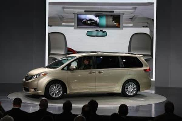 How to remove the seats from the Toyota Sienna