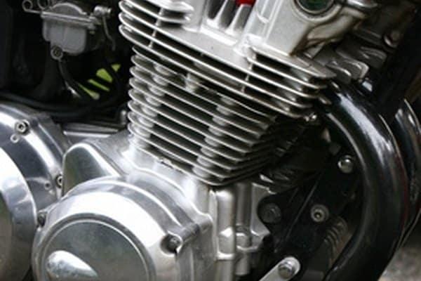Cómo solucionar problemas de humo de escape de motocicleta