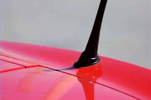 La historia de las antenas de automóvil