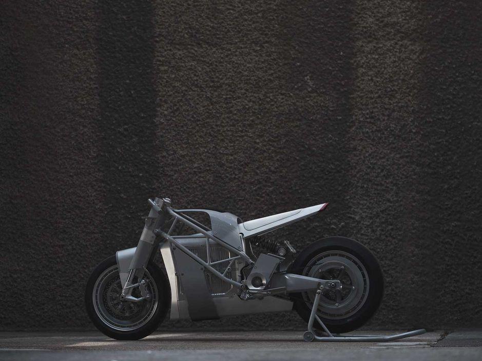 1607653714 785 W4HWHNMORBFMPFLWFNF2JVRXE4 UNTITLED MOTORCYCLES ES UNA EMPRESA DE DISEÑO FUNDADA EN 2010 POR HUGO ECCLES Y ADAM KAY.  JUNTOS, ECCLES Y KAY HAN CREADO MÁS DE 100 MÁQUINAS IMPRESIONANTES PARA CLIENTES PRIVADOS Y MARCAS DE FÁBRICA COMO DUCATI, TRIUMPH, MOTO GUZZI, BMW Y ZERO.  UN EJEMPLO ES UNA DUCATI HYPER SCRAMBLER 2015 PRESENTADA EN GARAGE AND CYCLE WORLD DE JAY LENO.