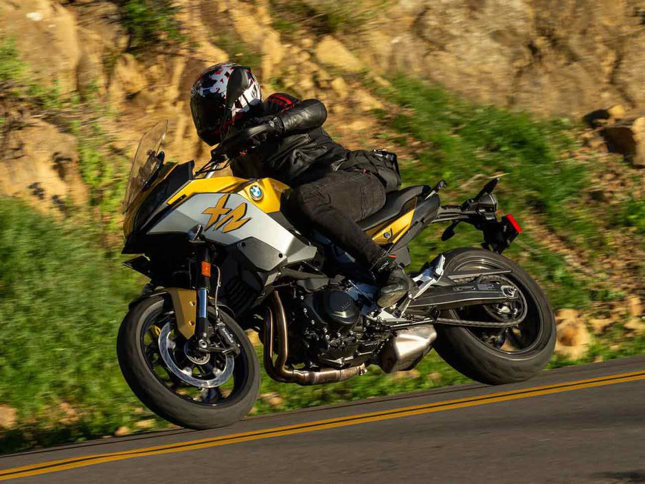The BMW F 900 XR is definitely a competitor in the segment and costs more than $ 3,000 less than the Tracer.
