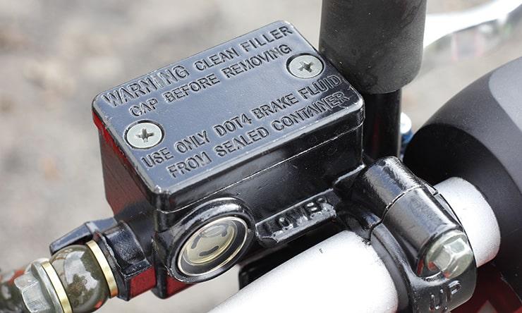 Revisión de BikeSocial del Benelli TNT125