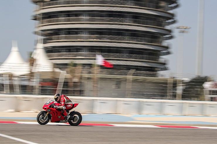 Las actualizaciones de aerodinámica, chasis y electrónica hacen que la Panigale V4 sea más fácil de conducir y más segura.
