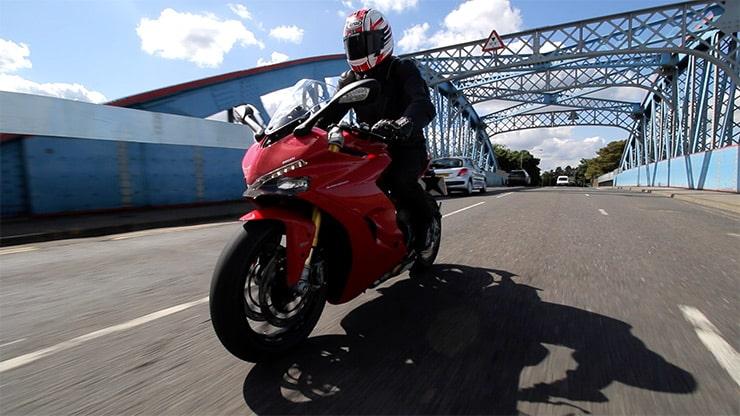 Ducati Supersport S probada en un viaje a la ciudad en 2017
