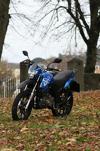 Assault logra llevar a cabo una sugerencia de motocicleta de pista, a pesar de los cambios mínimos