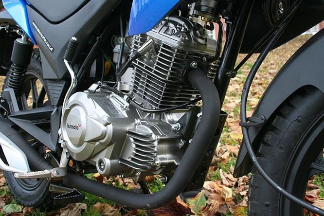 Un solo motor de cuatro tiempos alcanza los 10,4 CV, pero es suficiente (solo)