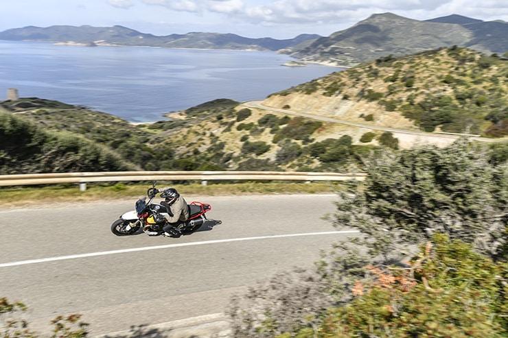 Moto Guzzi V85TT 2019 Revisión Especificaciones de precio