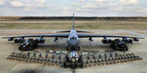 B52 on tarmac with bomb arsenal La Fuerza Aérea de EE. UU. Crea piezas impresas en 3D para B-52, E-3 y E-8