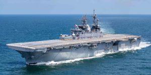 USS Tripoli destroyer during trials Ceremonia de puesta en servicio del coronavirus del USS Trípoli de la Marina