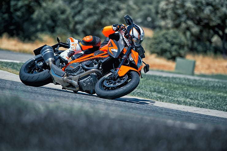 Si está buscando una KTM 1290 Super Duke R (2013-2019), primero asegúrese de consultar nuestra guía de compra para obtener algunos consejos útiles.
