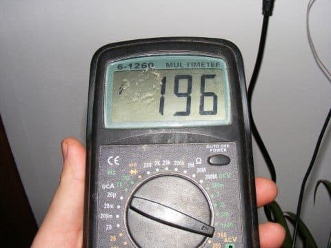 In some vehicle models, it is necessary to use a digital multimeter capable of reading the frequency.