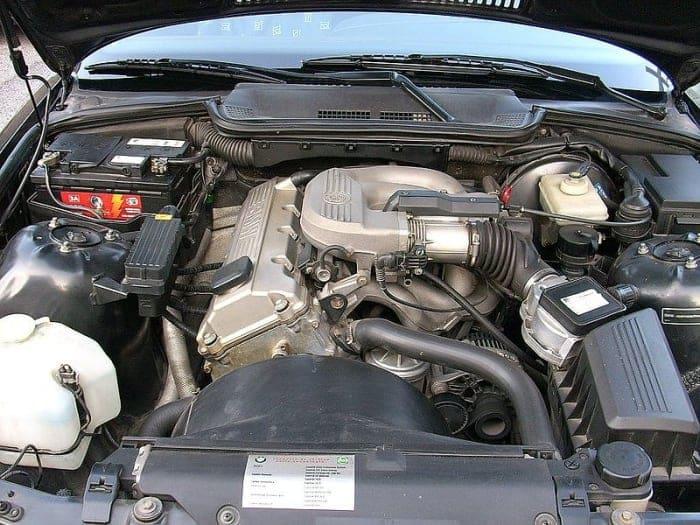 Une faible pression d'huile est plus susceptible d'apparaître pendant le ralenti du moteur.