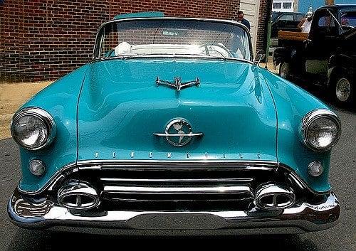 """1950 Oldsmobile 88 Sporting A """"Aeroplano"""" Adorno de capucha"""