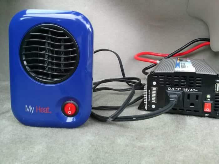 Preparación para probar el inversor que alimenta un pequeño calentador de espacio personal (200 vatios).
