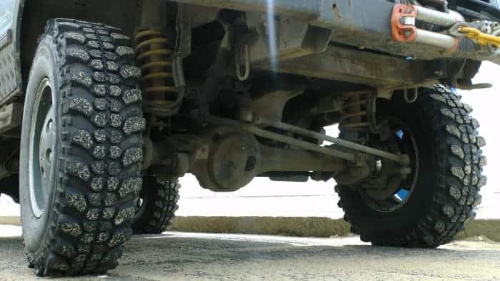El chasis, los ejes y las articulaciones son una fuente frecuente de ruido y vibración.