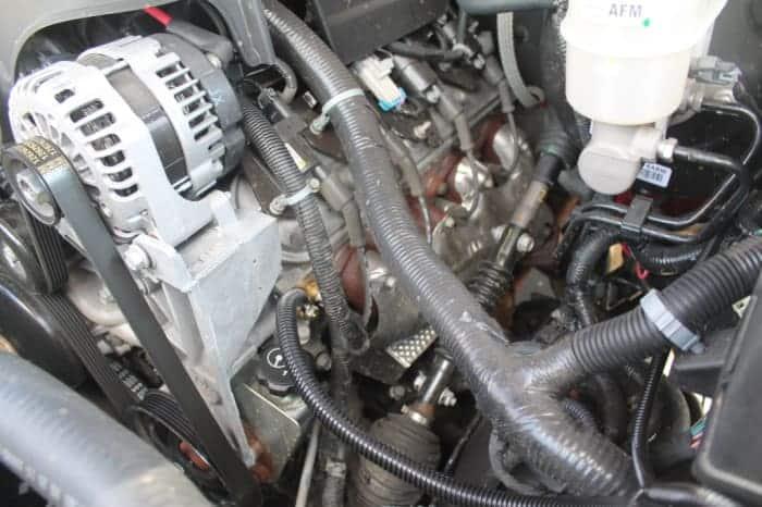 Revise el motor en busca de conexiones a tierra sueltas o corroídas.