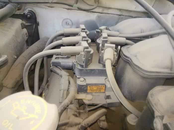 Revise las bobinas de encendido en busca de signos de contaminación y daños.
