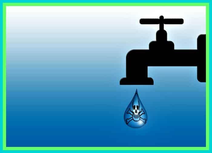 Siempre asegúrese de que su suministro de agua sea higiénico.  De lo contrario, puede arruinar su manguera de agua potable.