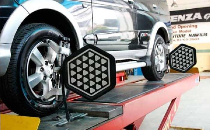 Capture 5 servicios económicos de alineación de ruedas de $ 40 en EE. UU. (Conducir un automóvil con mala alineación) - AutoVfix.com