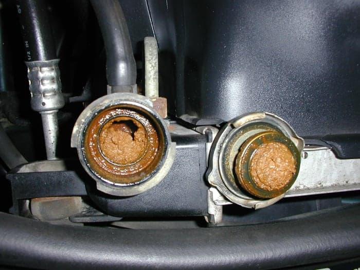 Si no se le da servicio al radiador, se producirán problemas graves en el sistema de enfriamiento.