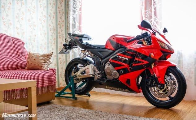 041421 Long Winters Nap Motorcycle Storage shutterstock 1339560278 Una larga siesta de invierno: sacar su motocicleta del almacenamiento