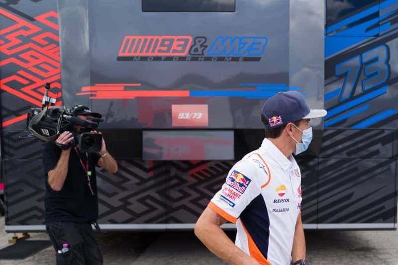 1618953806 518 5f6cbd54853f46.16131427 Márquez hace una visita al paddock de MotoGP
