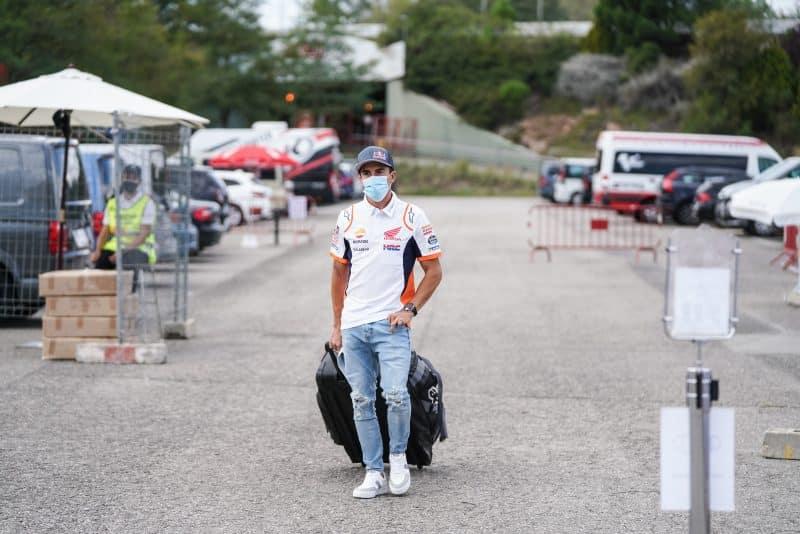 5f6cbcd0d0b911.87591707 Márquez hace una visita al paddock de MotoGP