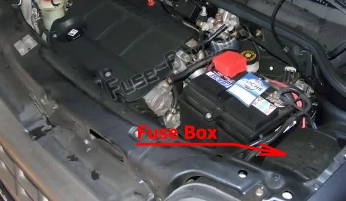 Ubicación de los fusibles en el compartimento del motor: Fiat Doblo (mk1; 2005-2009)