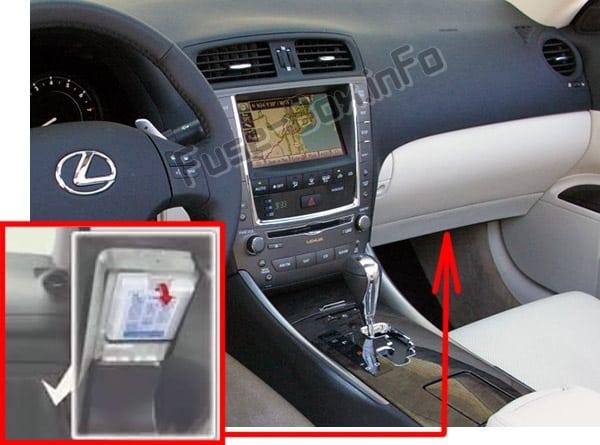 Ubicación de los fusibles en el habitáculo: Lexus IS250 / IS350 (XE20; 2006-2013)