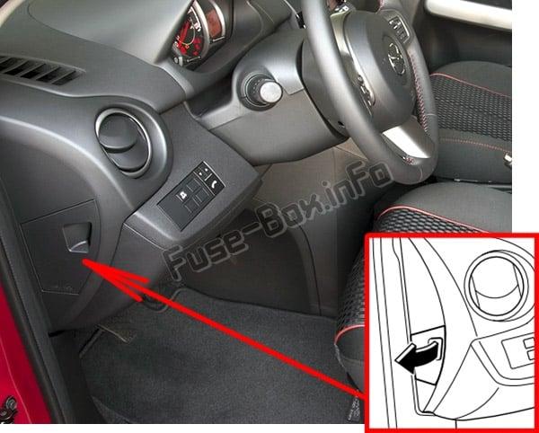 Ubicación de los fusibles en el habitáculo: Mazda 2 (DE; 2007-2014)
