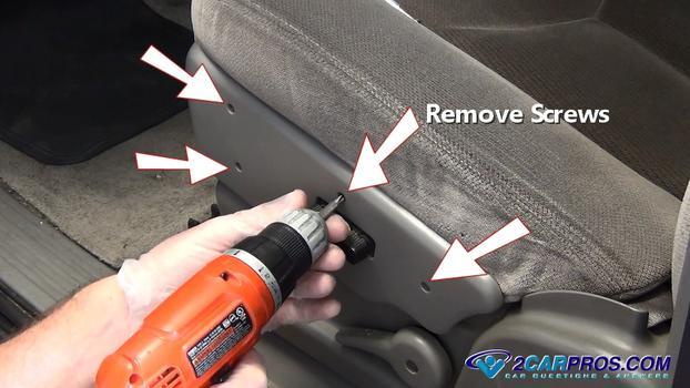 Retire la cubierta de plástico del interruptor del asiento.