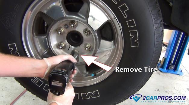 Quitar neumático 6342