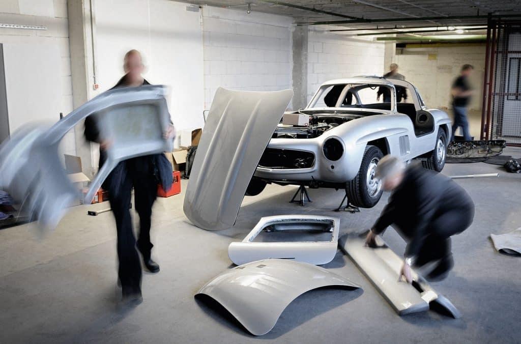 Trabajadores de Mercedes Classic destruyen réplica de 300SL Gullwing