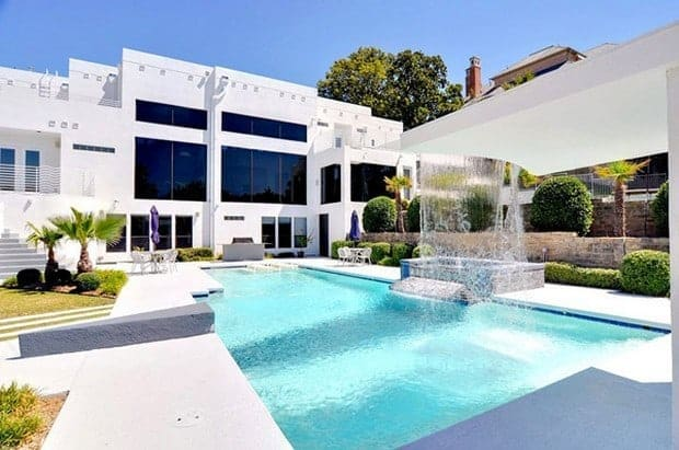 Waterfall Mansion in Dallas 1
